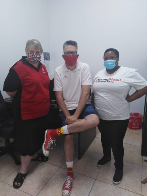 East Coast Radio's Darren Maule shows support at Newcastle Blood bank.