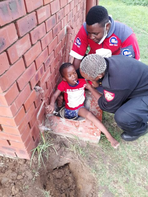 Child rescued thanks to Newcastle firefighters and ER24 EMS paramedics' dedication, Newcastillian - Online News